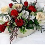 ご自宅玄関の陶器製のシューズボックスと質感を合わせて花器を選択